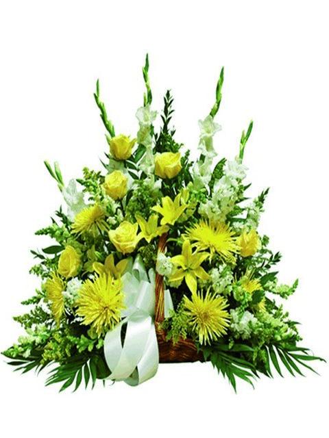 Cesto funebre di fiori misti e rose color giallo