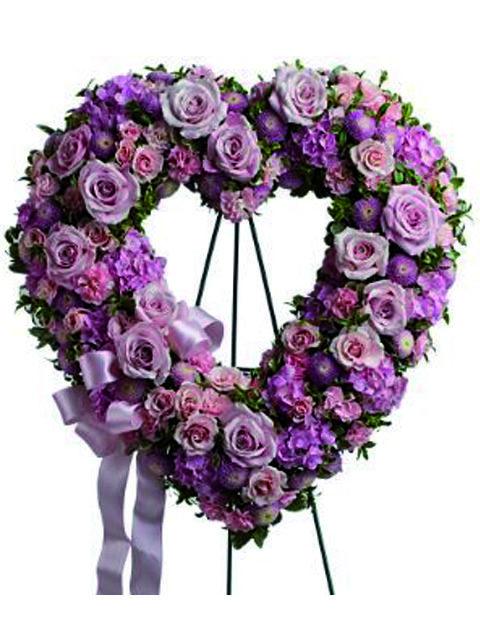 Corona a cuore di fiori dai toni rosa