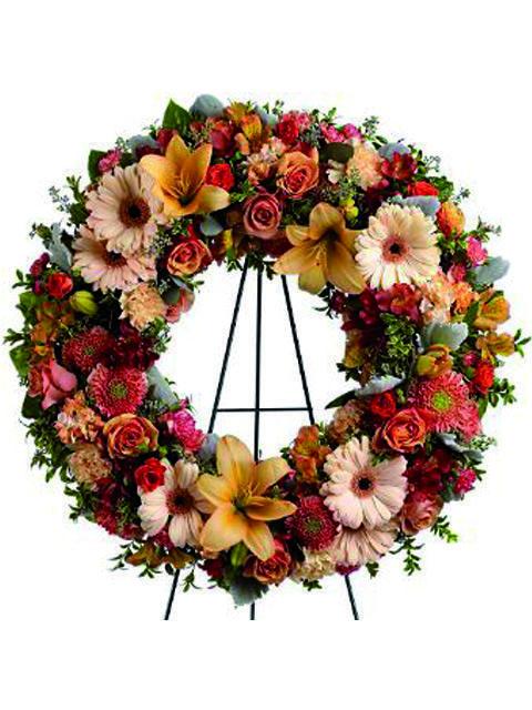Corona di fiori misti dai colori tenui