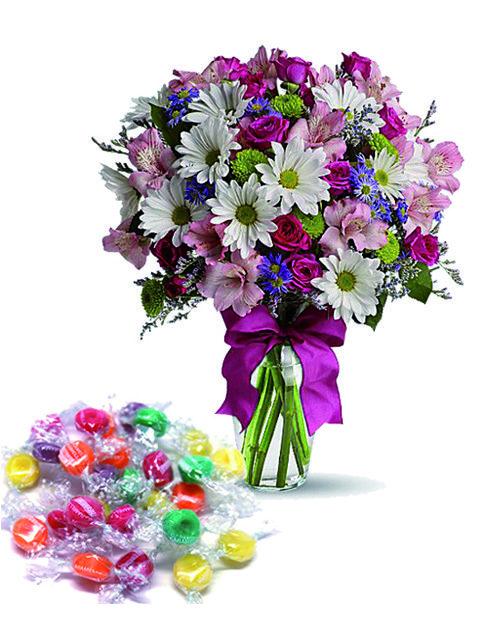 Bouquet di fiori misti e caramelle