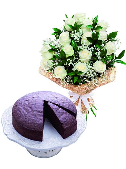 rose e torta al cioccolato